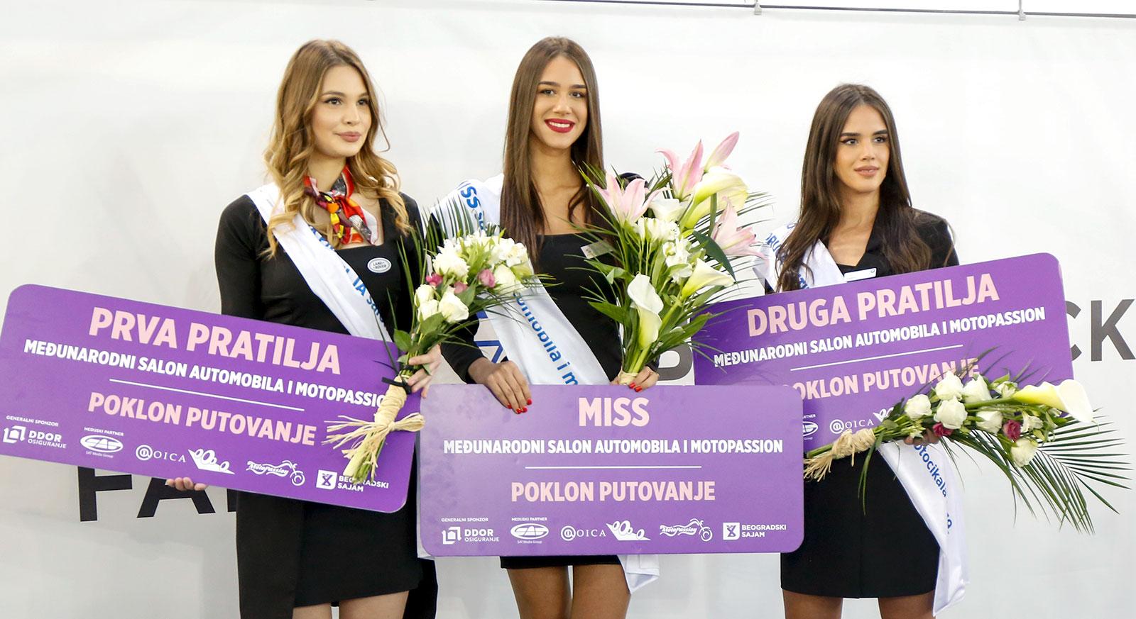 Miss Nevena Golubović (Peugeot), prva pratilja Isidora Milosavljević (British Motors) i druga pratilja Bisenija Kazaković (BMW)