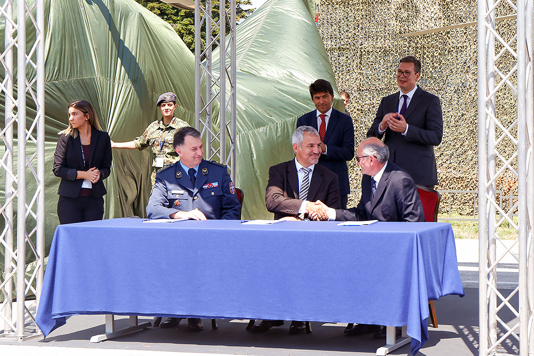 The signing of a Service Center contract between the Moma Stanojlovic Aviation Institute and Airbus