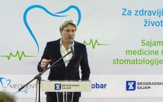 др Петар Драгић, један од најпознатијих светских хирурга у области венске проблематике и венске естетике