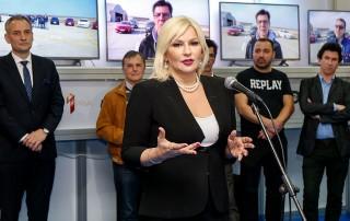 """Министарка Зорана Михајловић уручила признање за """"Аутомобил године 2019"""" - Peugeot 508"""