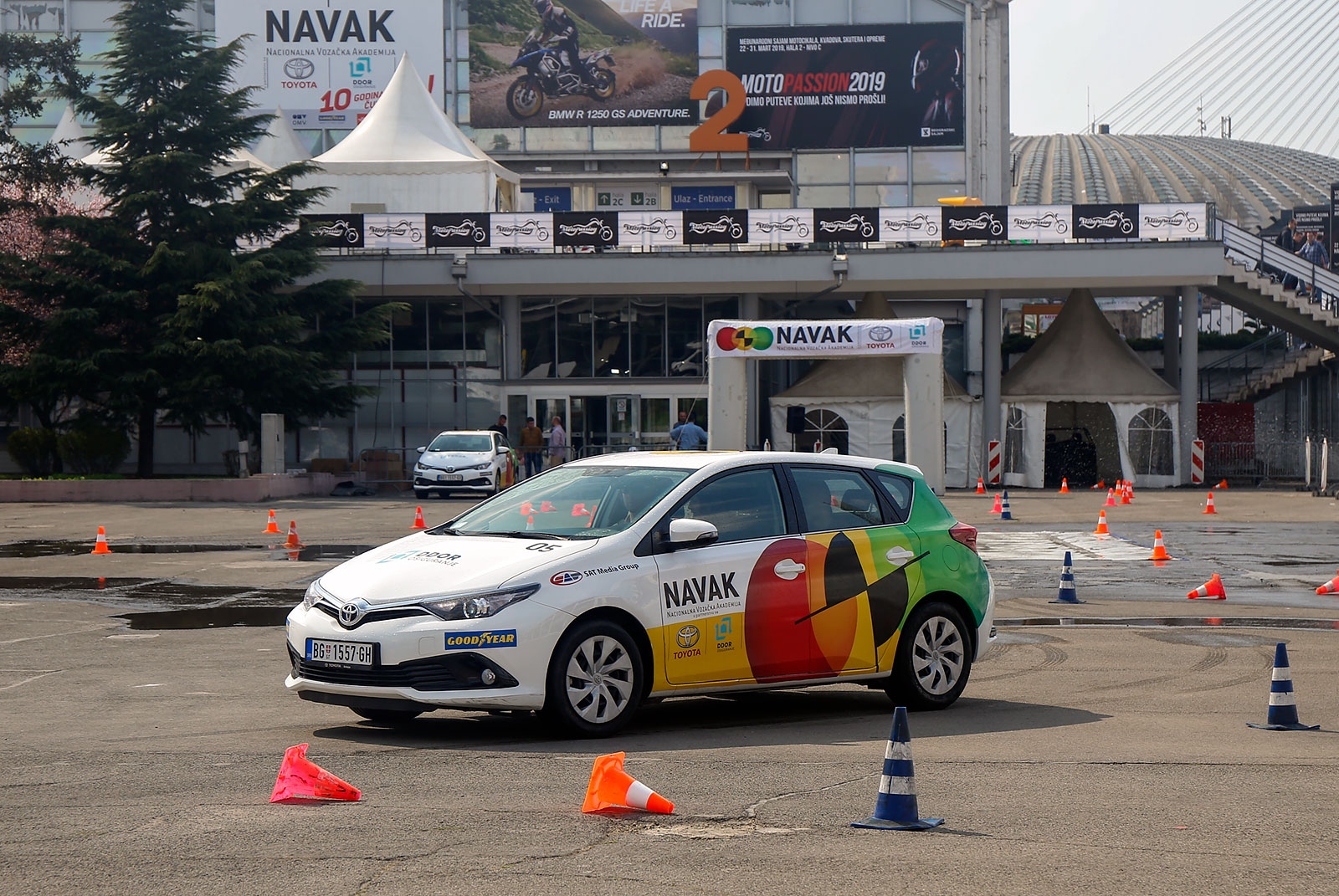 NAVAK svakodnevno praktično edukuje vozače o bezbednim tehnikama vožnje