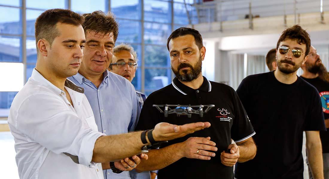 Glumci kao vešti amateri u upravljanju dronovima