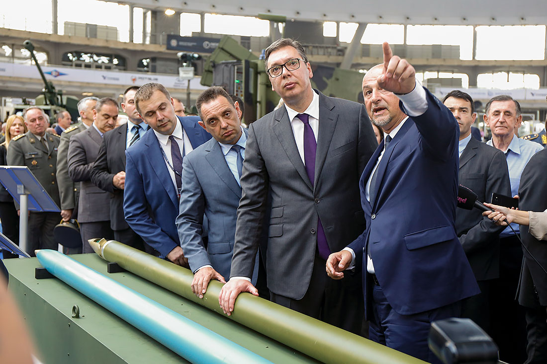 Predsednik Srbije Aleksandar Vučić obišao je štandove na Sajmu naoružanja PARTNER 2019.
